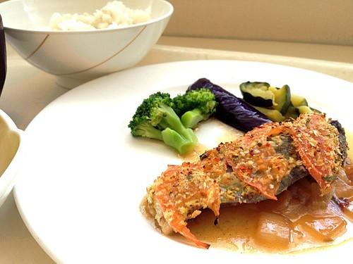 今日の社食は洋野菜と白身魚の香草焼き。550円。休み明け一発目ですw