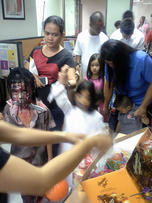 Makati City Hall Trick-or-Treat 20131030_141630