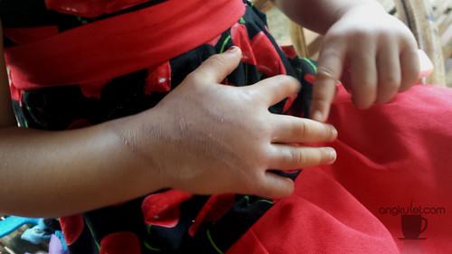2013-10-21 12.59.30 Lia hand