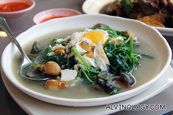 3 types of eggs with spinach (S$10)