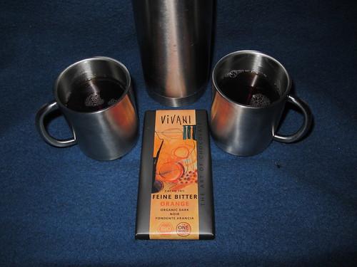 Heißer Tee und Orangen-Schokolade in der Pause bei der Freilichtbühne in Kloster Oesede