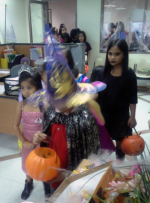 Makati City Hall Trick-or-Treat 20131030_141521
