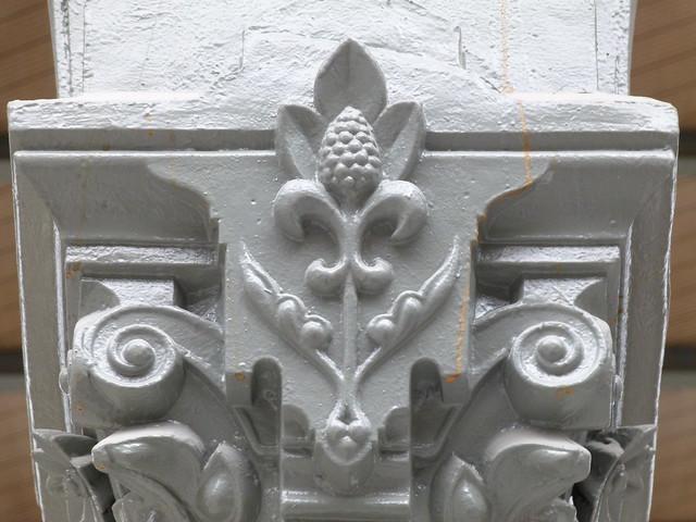 Carreau du Temple - fleur de lis