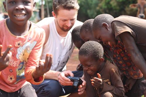 ... barn i Uganda...