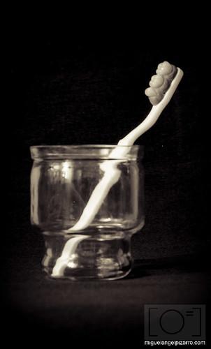 Cepillo de dientes by prototipejo como Miguel Angel Pizarro