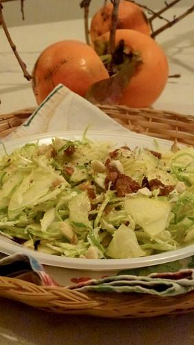 Brussel sprout, apple & leek salad with nuts - Insalta di cavoletti di bruxelles, mela e porro con noci