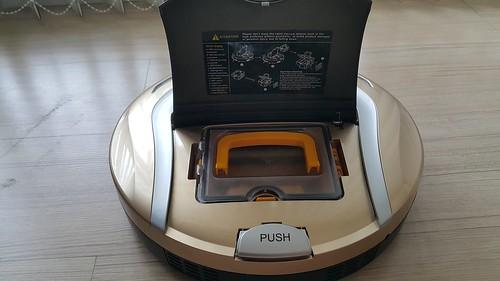 เปิดฝาหุ่นดูดฝุ่น Hyasong VR-101 จะเห็นกลุ่มดูดฝุ่น