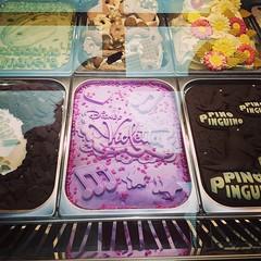 Il gelato Violetta !! Sa di bubblegum, e come diceva una signora: però fa vetrina  #instafood #icecream #food #viaggioinromagna #fieradirimini #rimini #giriingiro #sigep #gelato