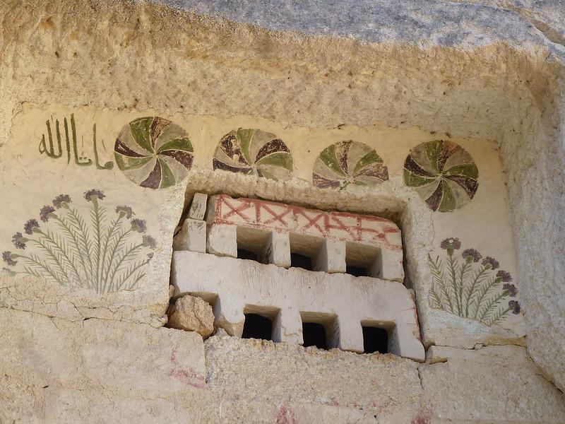 Turquie - jour 21 - Vallées de Cappadoce  - 142 - Çavuşin, Kızıl Çukur (vallée rouge) - Pigeonniers