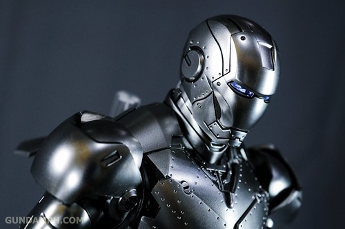 Hot Toys Iron Man 2 - Mk II Armor Unleashed Ver. Review MMS150 Unboxing (96)