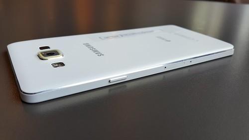 Samsung Galaxy A7 ด้านขวา