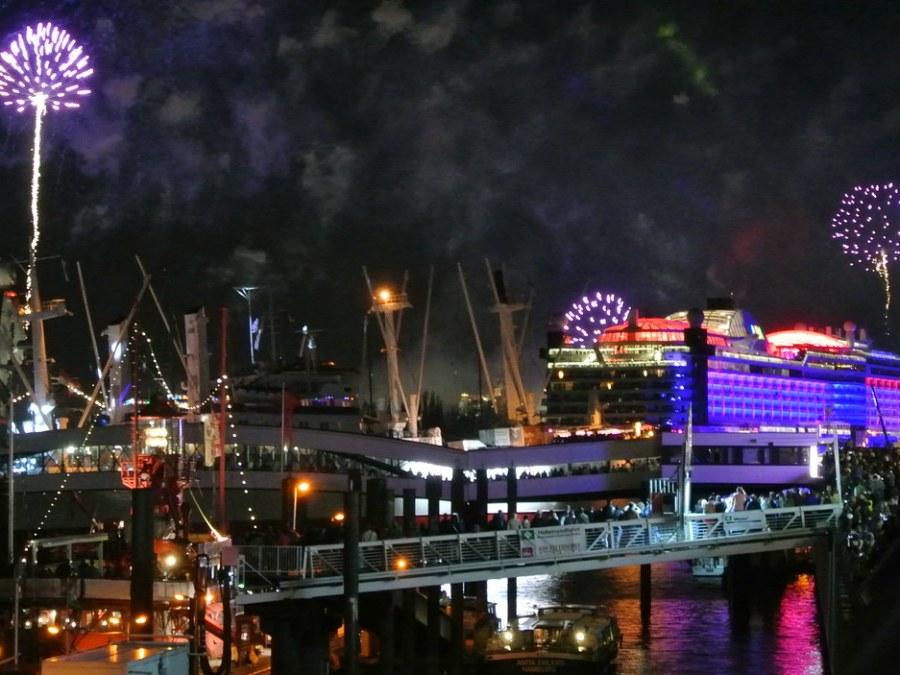 Hamburg Hafengeburtstag, AIDA vuurwerk, foto door Sylvi