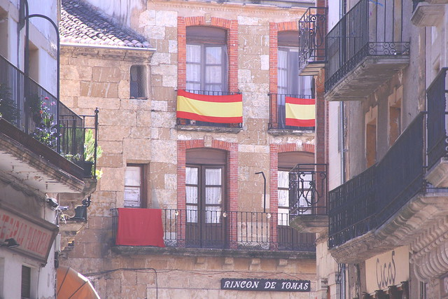 ciudad rodrigo windows and flags