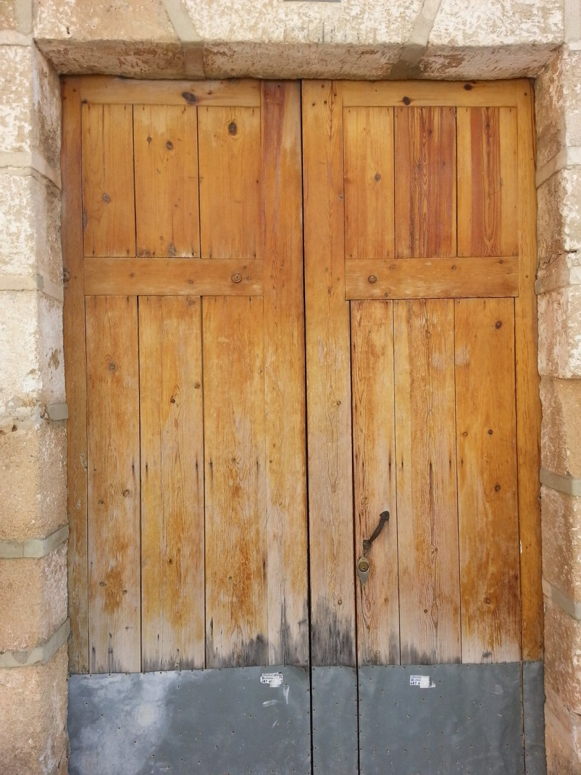 Wooden door in Dénia, Spain