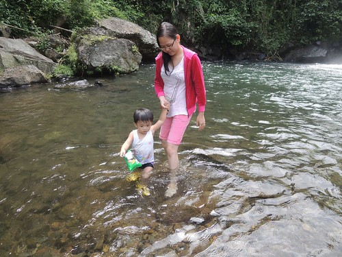 Mama .. airnya bening euy.. ^^ by adi pratama 001