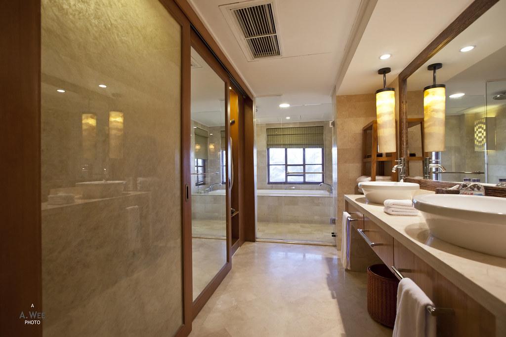 Club Deluxe Bathroom