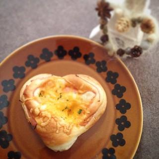 今日のパンは、またまたハートのハムロール♪ 外は雪景色。みんなで楽しくたべてます。  #わかば工房