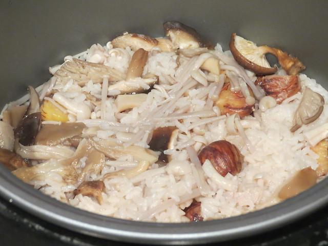 Cooking: Chestnut & Mushroom Rice (栗とキノコのごはん)