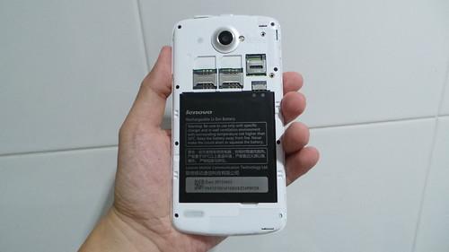 Lenovo S920 เมื่อแกะฝาหลังออกมา