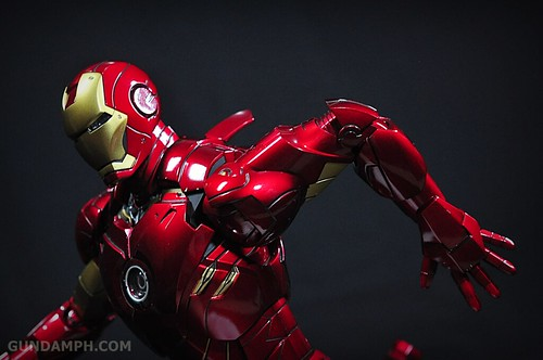 Hot Toys Iron Man 2 - Suit-Up Gantry with Mk IV Review MMS160 Unboxing - day1 (48)