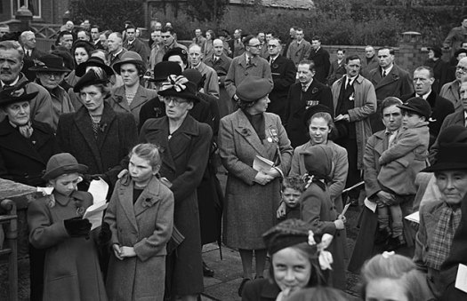 Whitchurch (Shropshire) Armistice Day Service at the Cenotaph