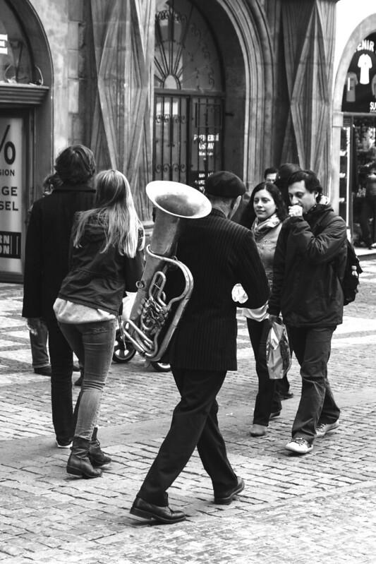 El músico de vuelta a casa.