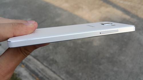 Samsung Galaxy A5 ด้านซ้าย