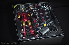 Hot Toys Iron Man 2 - Suit-Up Gantry with Mk IV Review MMS160 Unboxing - day1 (13)