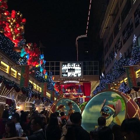 ディズニークリスマスの海港城に来ました。激混み。