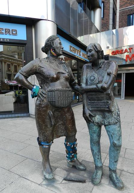Esculturas en la calle Belfast Ulster Irlanda del Norte 03