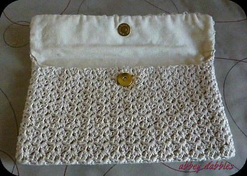 Simple Sara Crochet Clutch