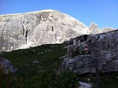 Wegweiser Alpinisteig bei Zsigmondyhütte