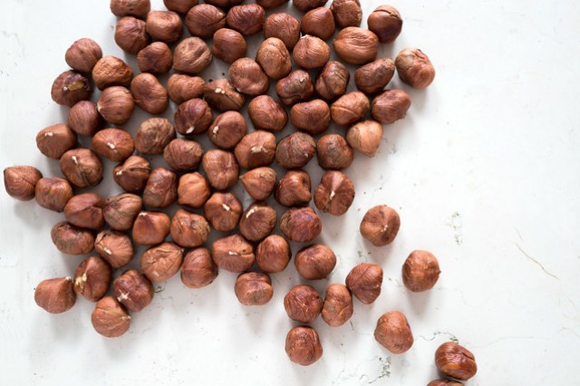hazelnuts with skins