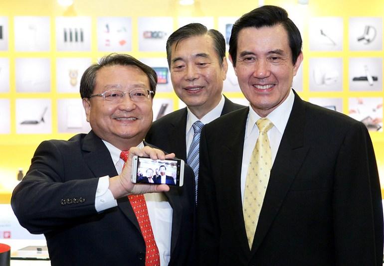 透過新HTC One獨特的88度超廣角前鏡頭相機捕捉總統身影