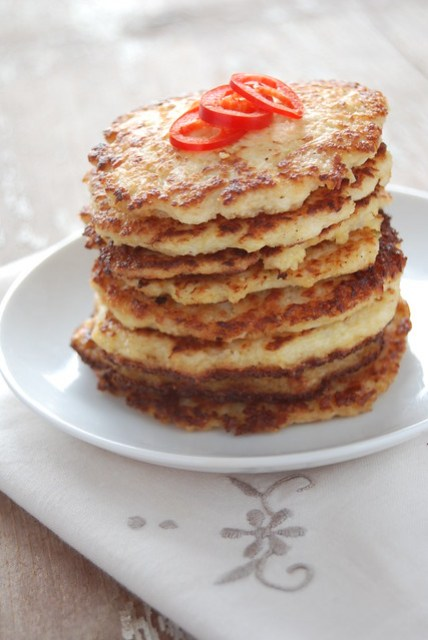 savoury cauliflower pancakes, without precooking the cauliflower