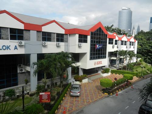 Professor Simon Haslett: Visit to the International University of Malaya-Wales