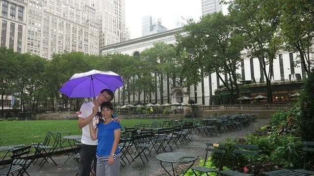 Bryant Park後面就是紐約市立圖書館