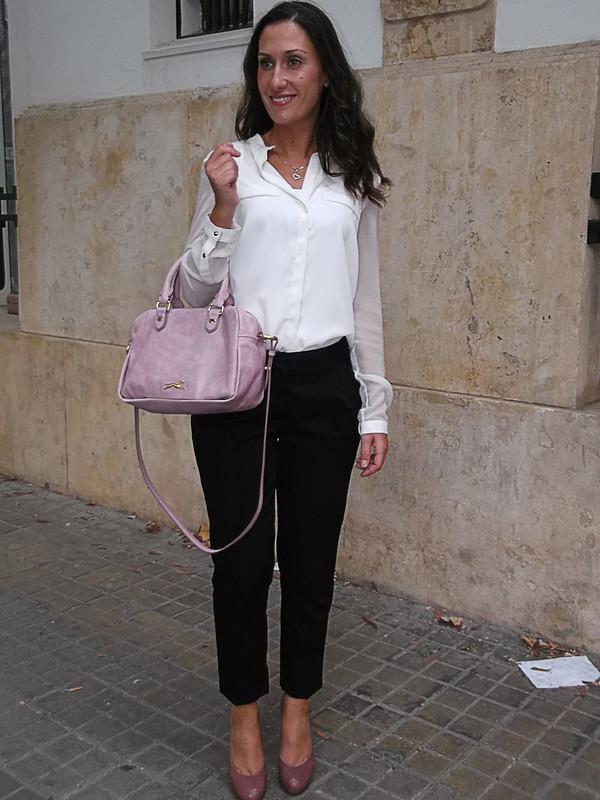 Working, pantalones capri negros, blusa blanca, zapatos de tacón rosa palo, bolso piel rosa palo, working day, Black capri pants, white blouse, pale pink heels, bag pale pink skin, zara, naf naf, mango, bimba & lola, Swarovski