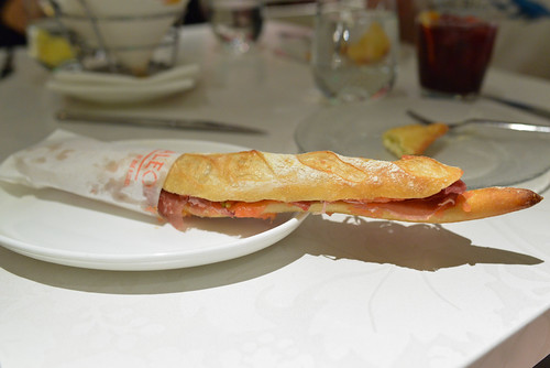 Flauta bread brushed with fresh tomato, extra virgin olive oil and Jamón Ibérico