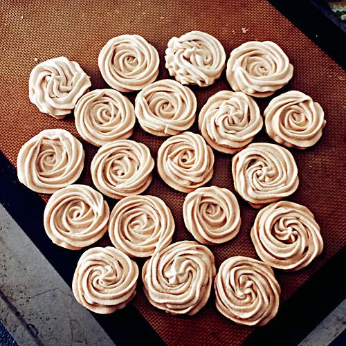 Brown sugar meringue crisp