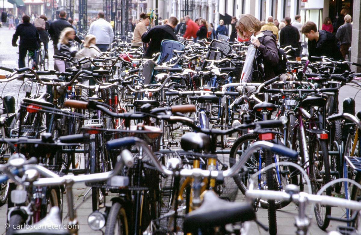 Montones de bicicletas