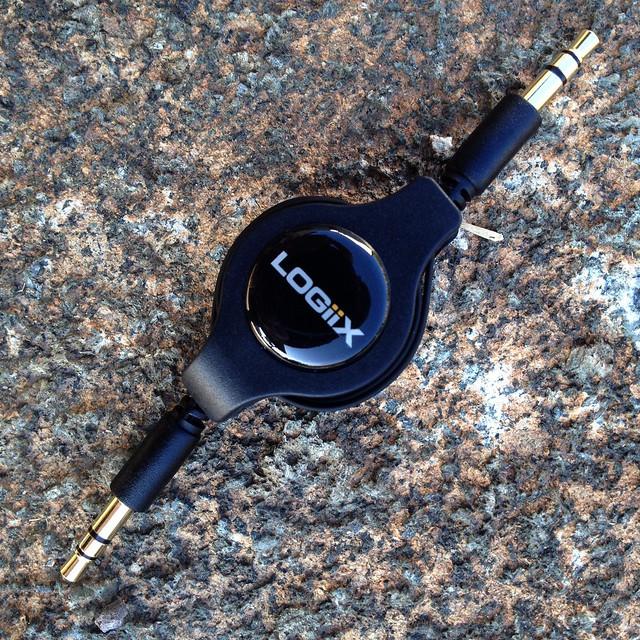 Retractable AUX .75m Cable - Black