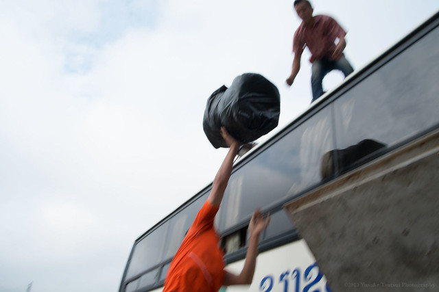 loading, Luang Prabang bus terminal