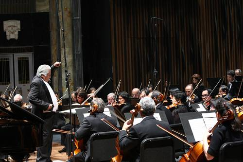 El chelista Carlos Prieto ejecutó Sonatina en dos movimientos y evocó su amistad con el homenajeado Foto María Meléndrez Parada