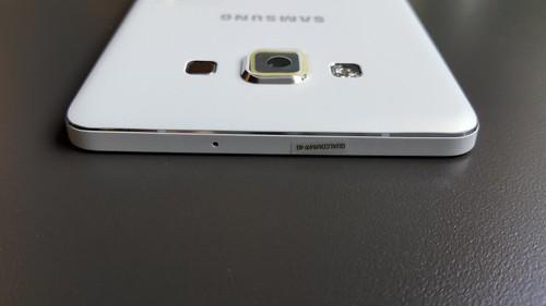 Samsung Galaxy A7 ด้านบน