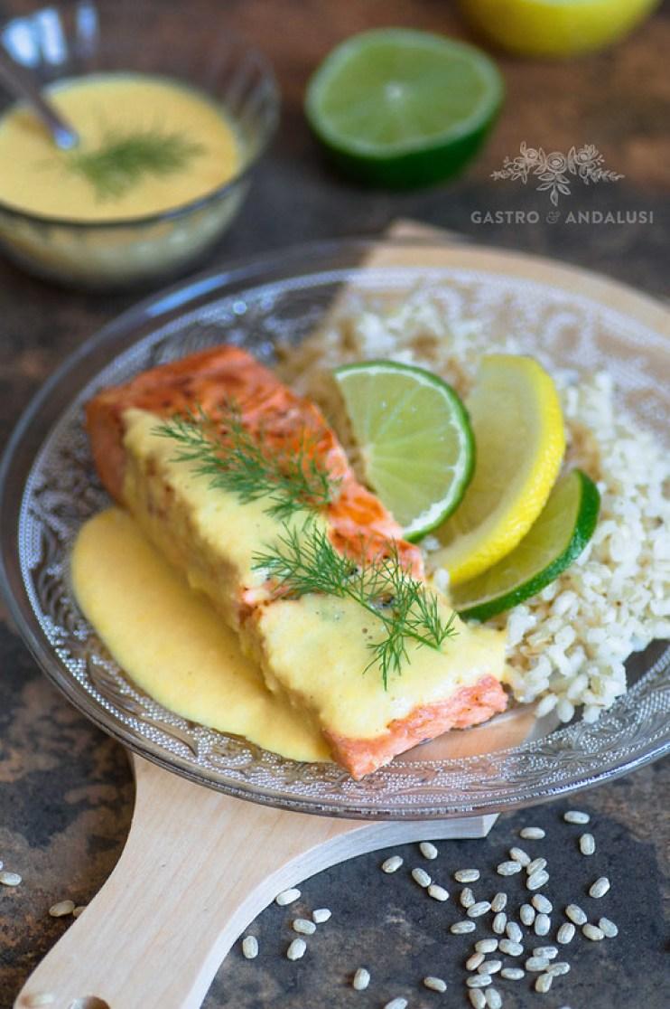 Salmón con salsa de cítricos y arroz integral