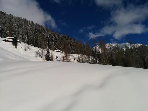 Urige Almhütten und weiße Winterpracht