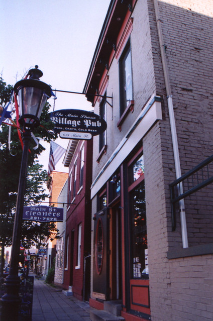 The Village Pub - Main Strasse, Covington, KY