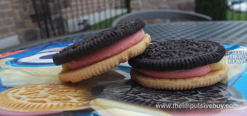 Limited Edition Banana Split Oreo Closeup 2