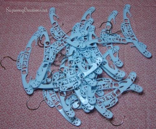 blu carnival hangers